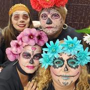 Estudiantes de Estética realizan maquillaje de fantasía