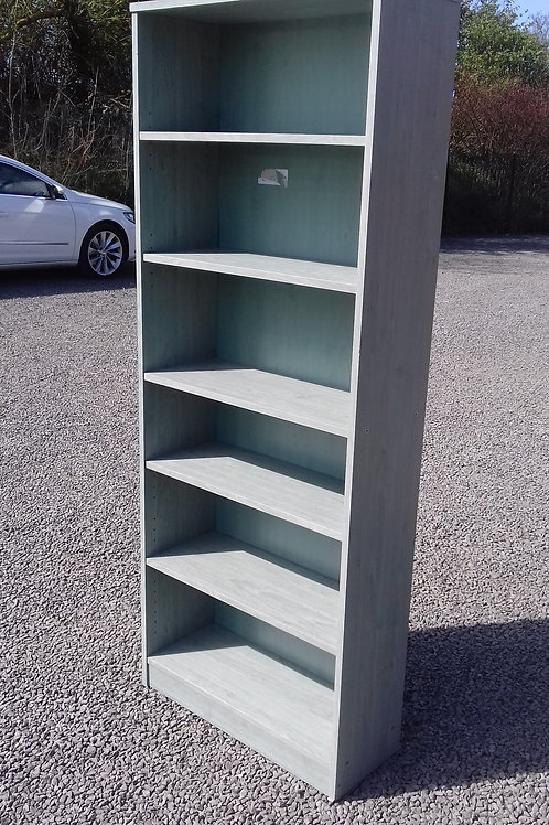 85. Bookcase / Shelving Unit.  ht182cm, w72cm, d28cm. Slight mark on rear panel.