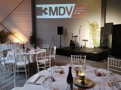 Installation d'une scène pour un mariage par LDV vision & réception