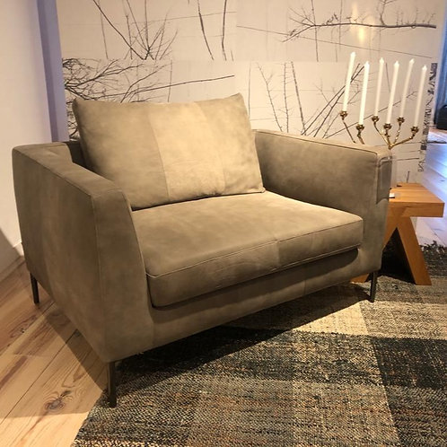 Daley loveseat Montis