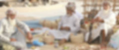Mannen op de makt in Nizwa, Oman - Saffraan Reizen