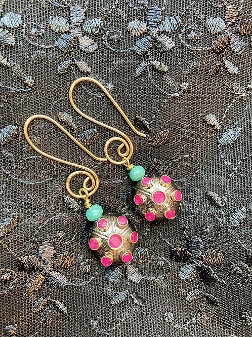 Single charm gold earring