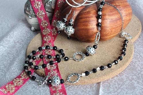 Crystal black neck chain