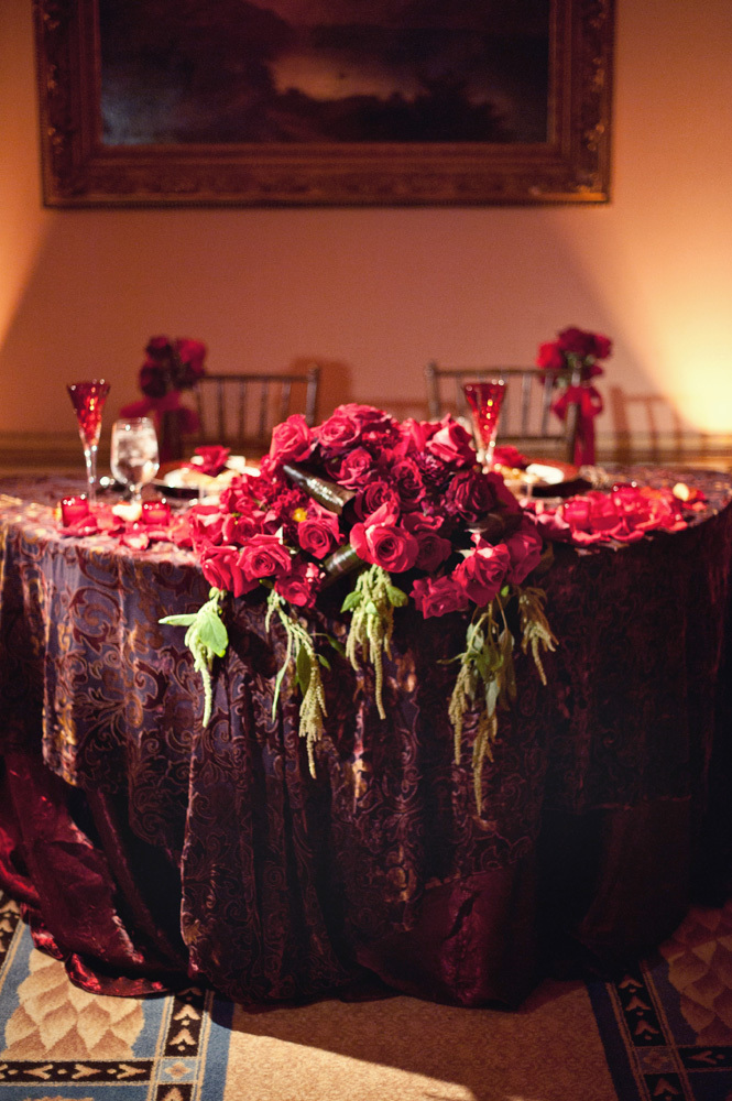 Lush Red Sweetheart Table
