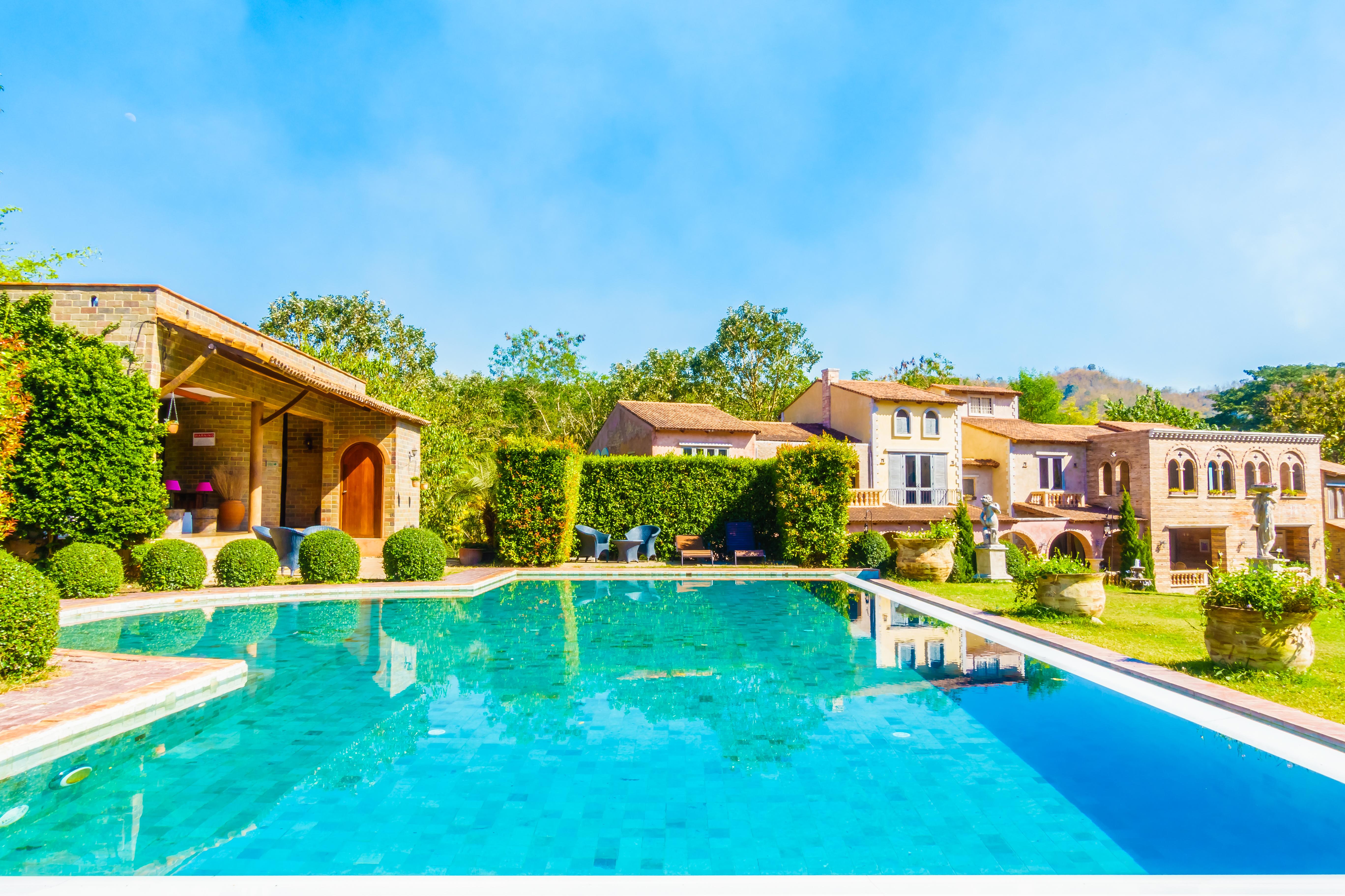 backyard-water-contemporary-architecture