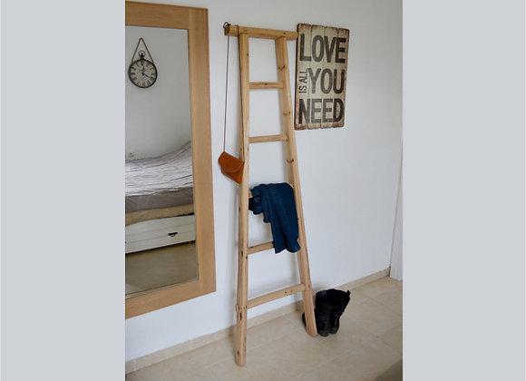 סולם עץ לתליית בגדים ומגבות