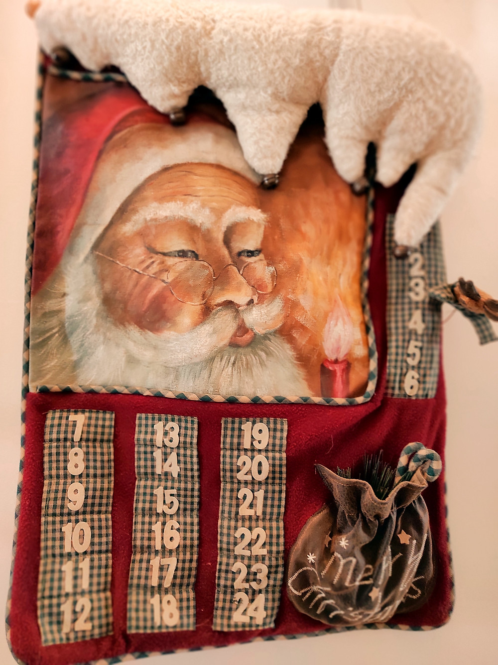 Christmas calendar with Santa Claus and dates