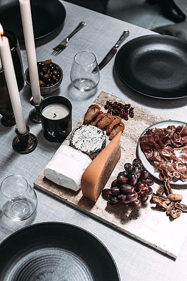 christmas-table-black-plates-white-candlesticks