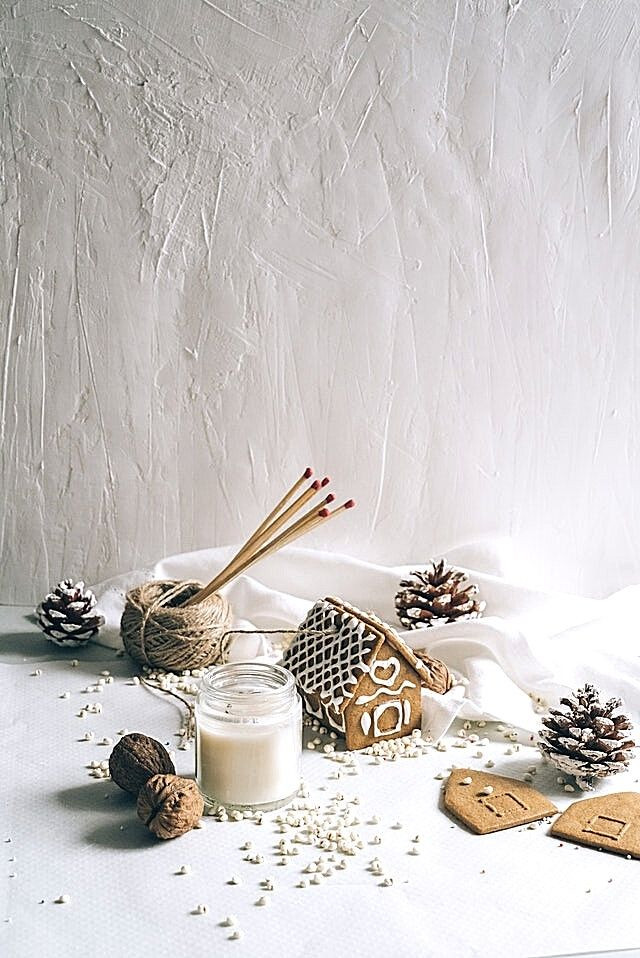 white-christmas-table-cookies-candles-decorations