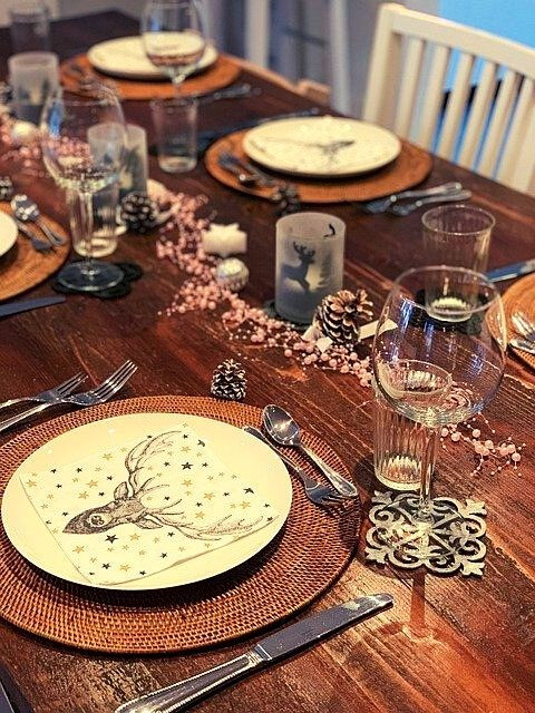 wooden-christmas-table-placemats