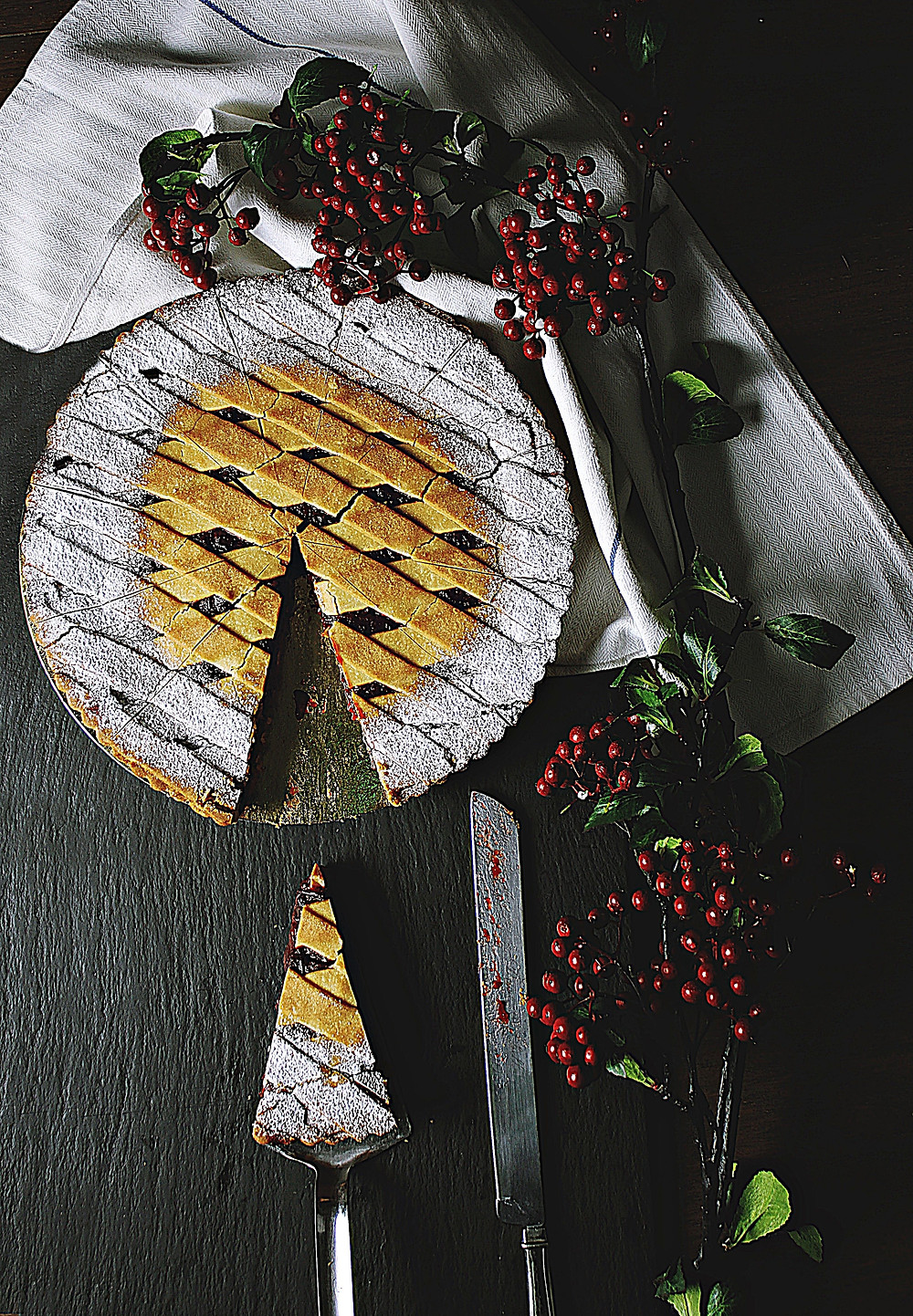 christmas-cherry-pie-powdered-sugar-christmas-table-NewYear'sEve-dessert