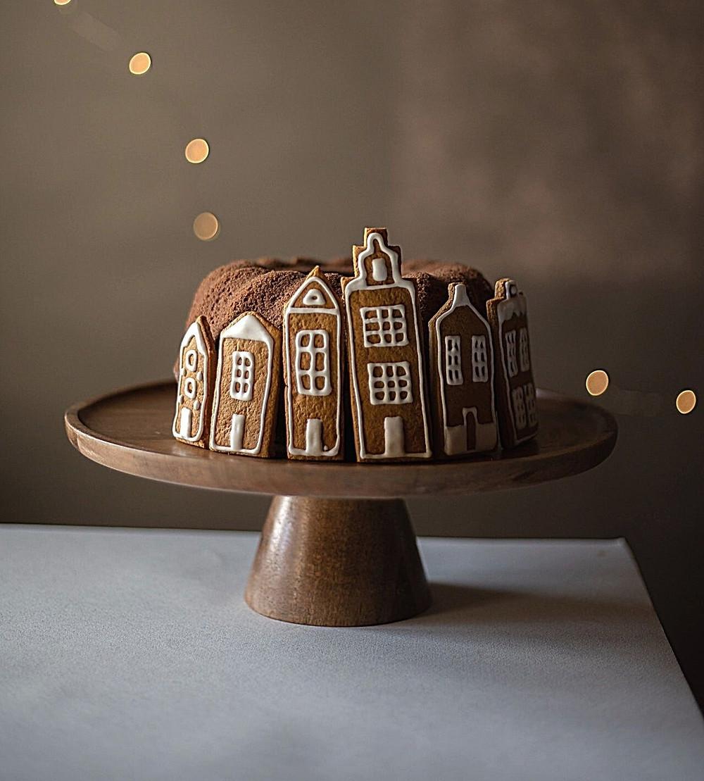 christmas-cake-village-chocolate-sugarpaste-gingerbread