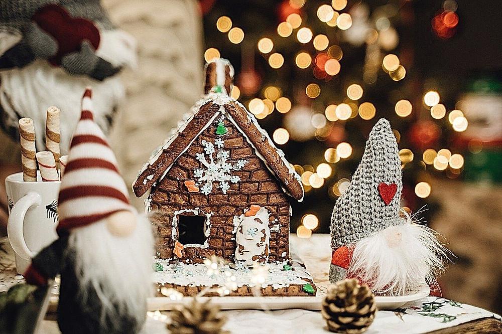 gingerbread-christmas-cake-chocolate-christmas-house
