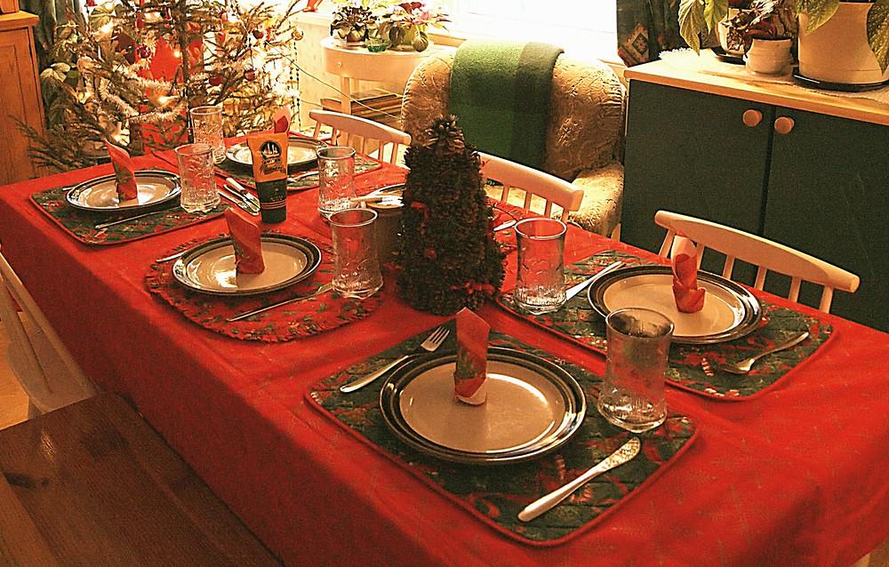christmas-table-red-tablecloth-christmastree