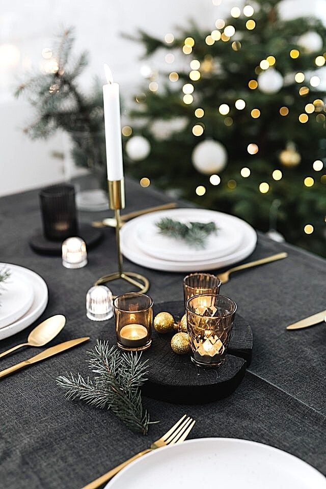 christmas-table-black-tablecloth-gold-details-gold-candlesticks-whiteplates-white-christmastree