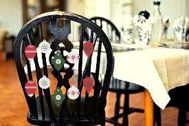 christmas-chairs-ornaments-christmastable