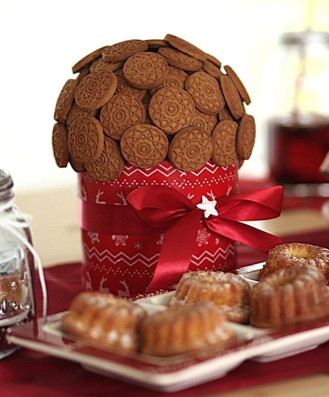 christmas-cake-cookies-red-ribbon-christmas-table-food-dessert