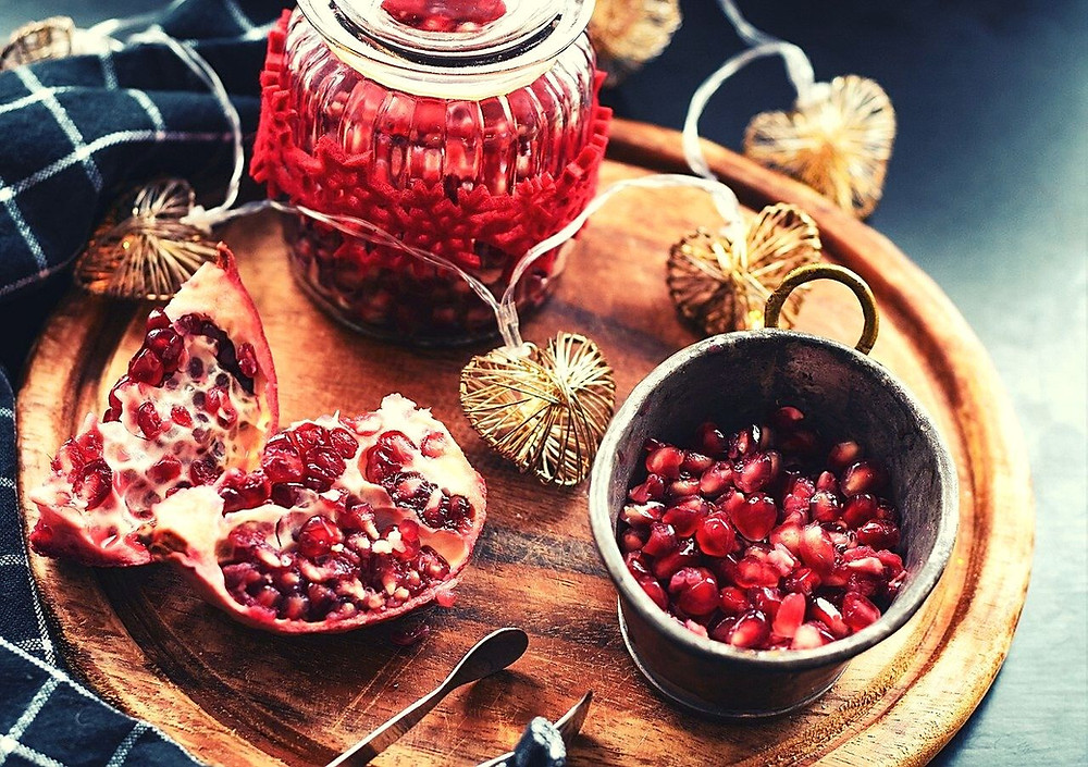 pomegranate-red-food-disk-wood-lights