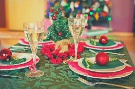 christmas-table-red-green-christmastree
