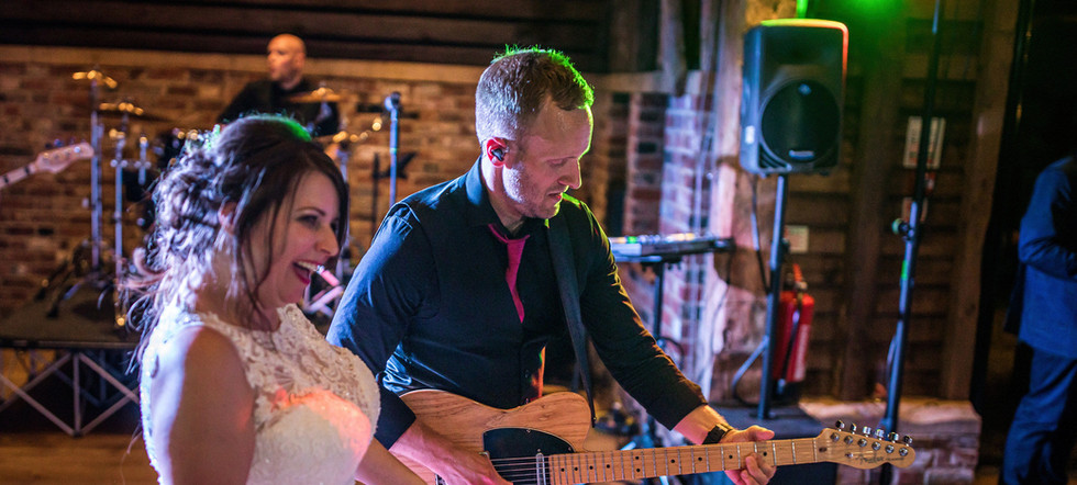 Herts Wedding Band - The Barns at Redcoats