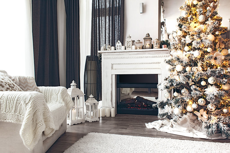 Beautiful Holiday Decorated Room | Kringles
