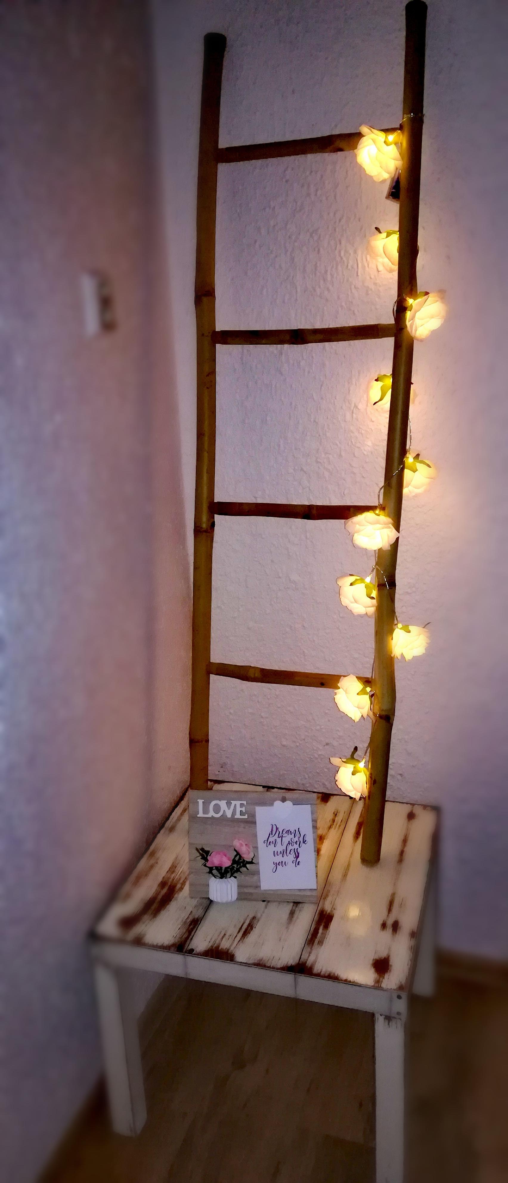 Bambusový žebřík se světýlky