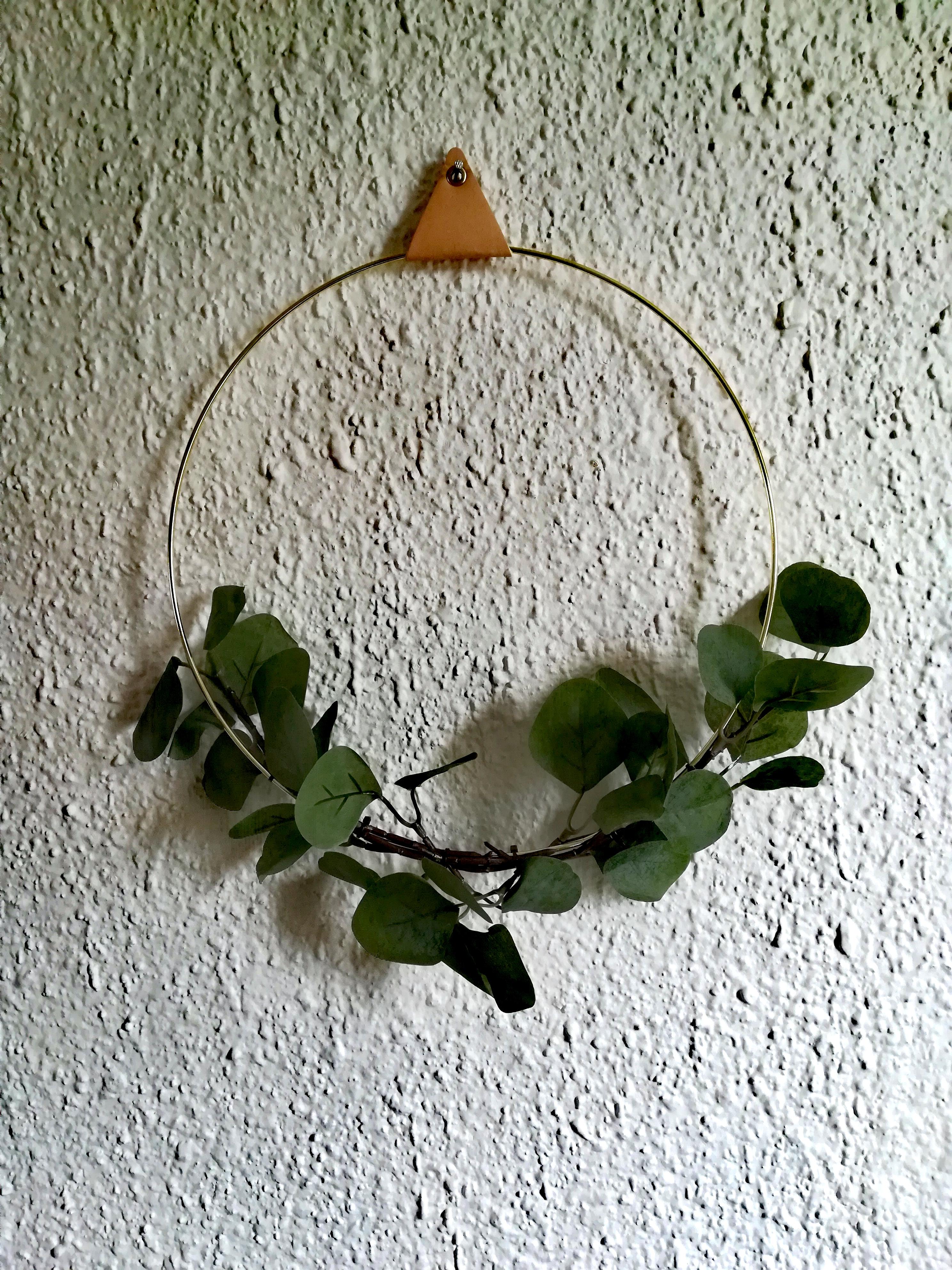 Zlatý kruh s umělým eukalyptem