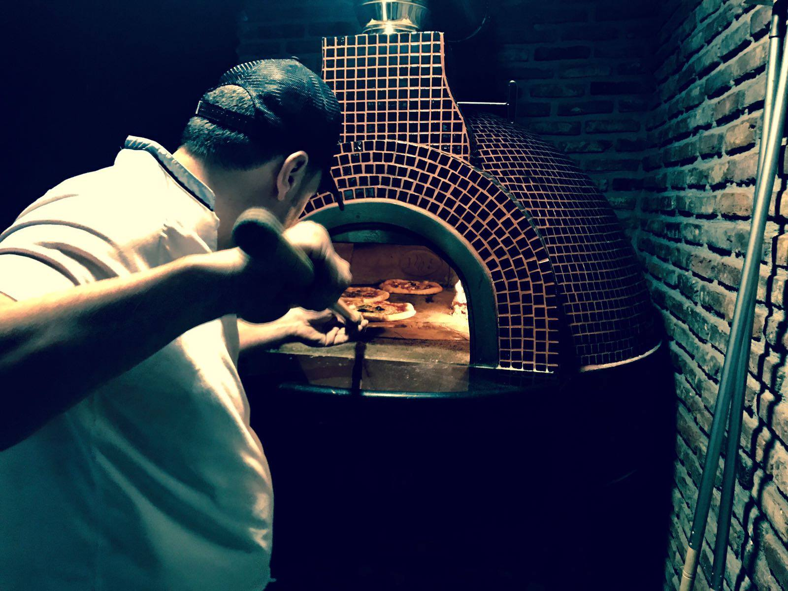 wood oven pizza Spain