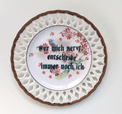 scheiber ceramics hannah philomna scheiber bedruck vintage teller mit sprüchen der generation Y, handgebaute vintage etageren, besondere geschenke und als modernes wallhanging
