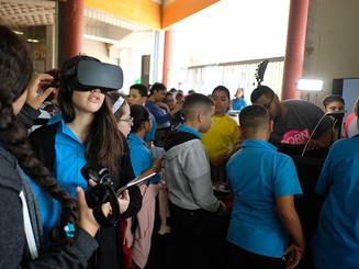 Estudiantes disfrutan las exhibiciones