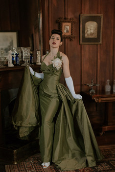 Velvet-DeCollete-Pinup-Green-Vintage-Eve