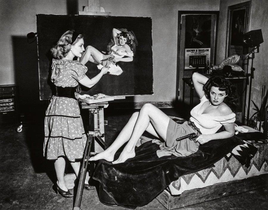 Zoë pintando uma de suas modelos mais famosas, Jane Russel