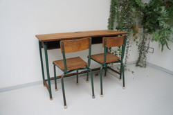 Schoolbankje met 2 stoeltjes