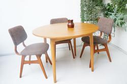 Ronde eettafel met 3 stoelen