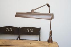 Swivelier lamp