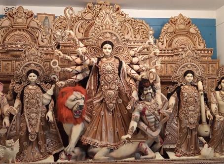চন্দ্রকোনা রোড এর মধ্যে প্রথম সাত বাঁকুড়া মহাবীর স্পোটিং ক্লাবের  প্রতিমা তৈরীর কাজ সম্পন্ন হইলো