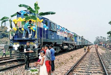দীর্ঘ 56 বছর পর হলদিবাড়ি -চিলাহাটি রুট দিয়ে চালু হলো Indo-bangladesh ট্রেন  যোগাযোগ ব্যবস্থা।