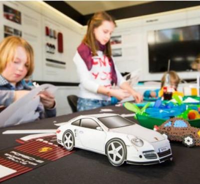 Maßgeschneiderte Bastelbögen für das Porschezentrum Wuppertal