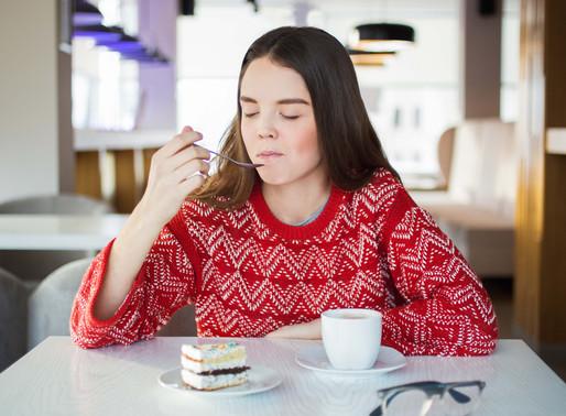 Comer com atenção plena (mindful eating)