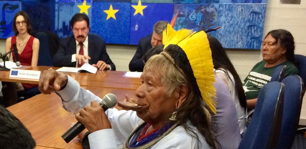 Lançamento do Parlaindio Brasil, pelo cacique Raoni Metuktire, na Representação da União Europeia em Brasília em 30 de outubro de 2017