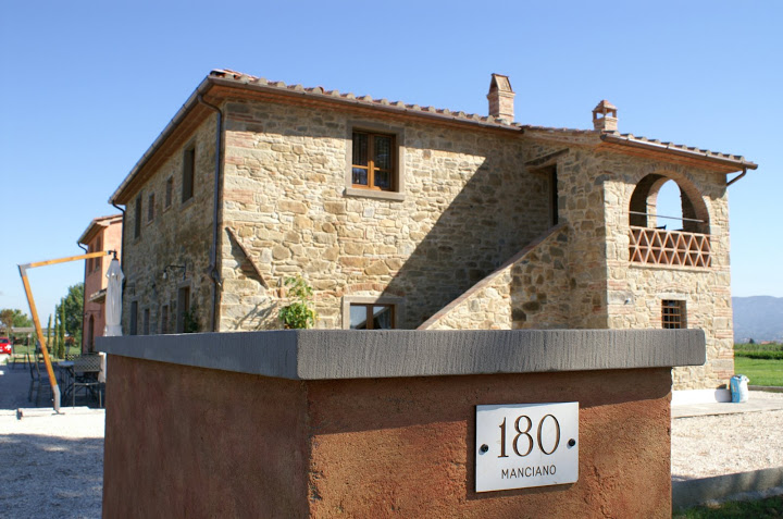 luxury tuscany villas