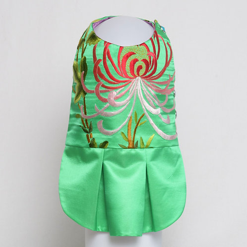 Green silk dress with embroidered chrysanthemum