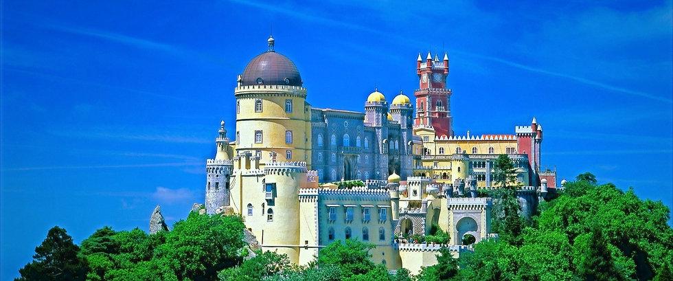 castelo-da-pena-in-sintra-portugal_edited_edited_edited.jpg