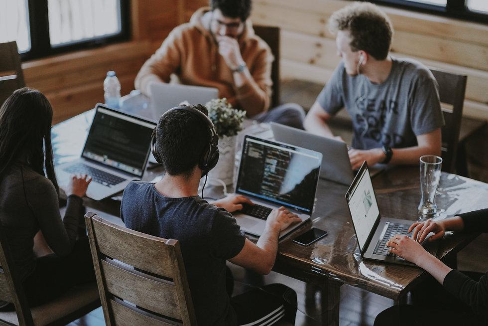Groupe de collègues en networking annie-