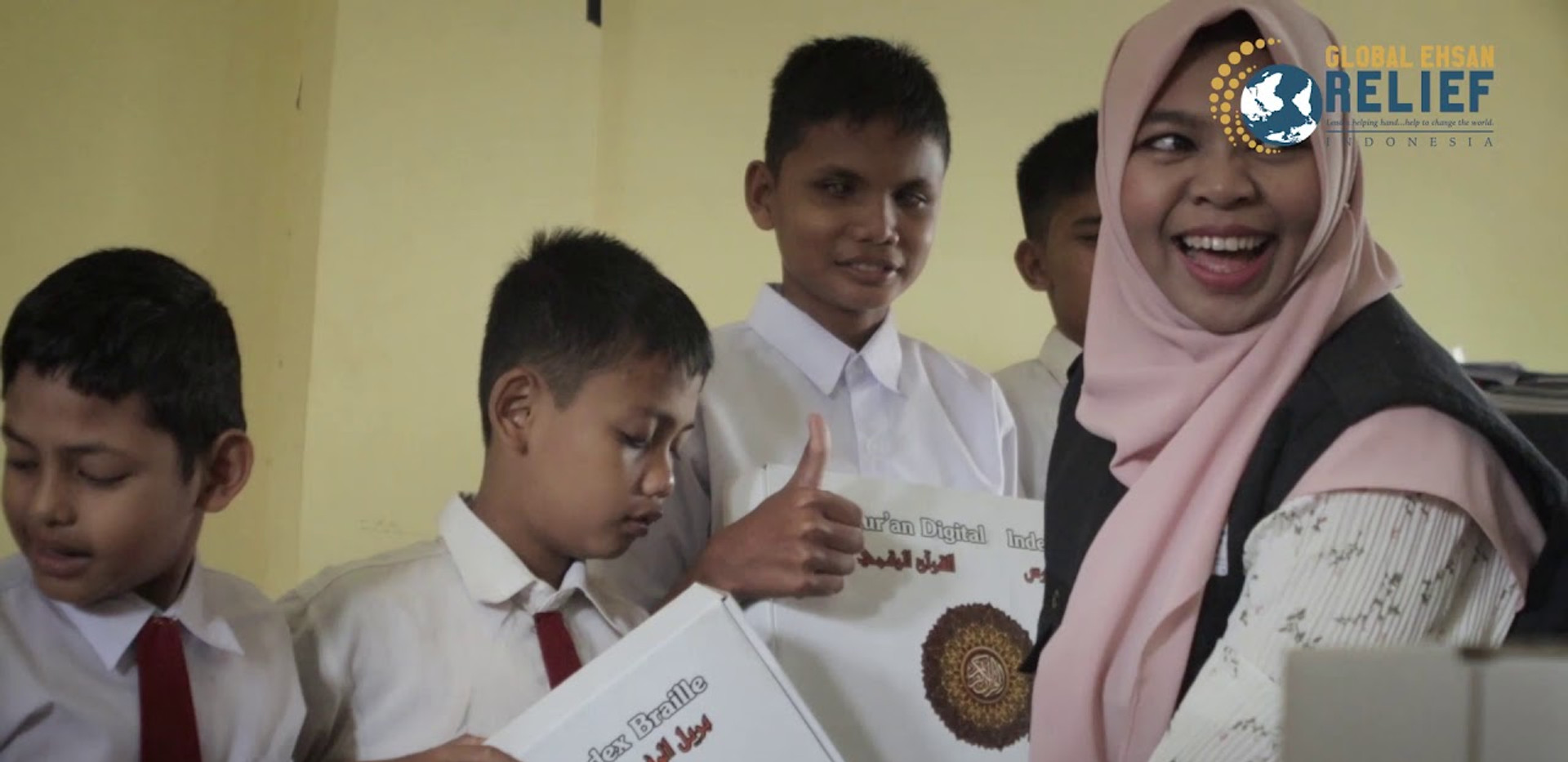 Visually impaired students in Aceh receives the Quranic Brailler