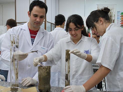 Laboratório Microbiologia.jpg