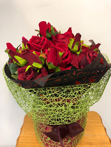 Dozen red & burgundy roses in vox