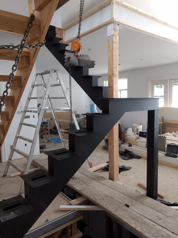Double Steel Mono Stringer with Butcher Block Treads and Glass on Standoffs_5