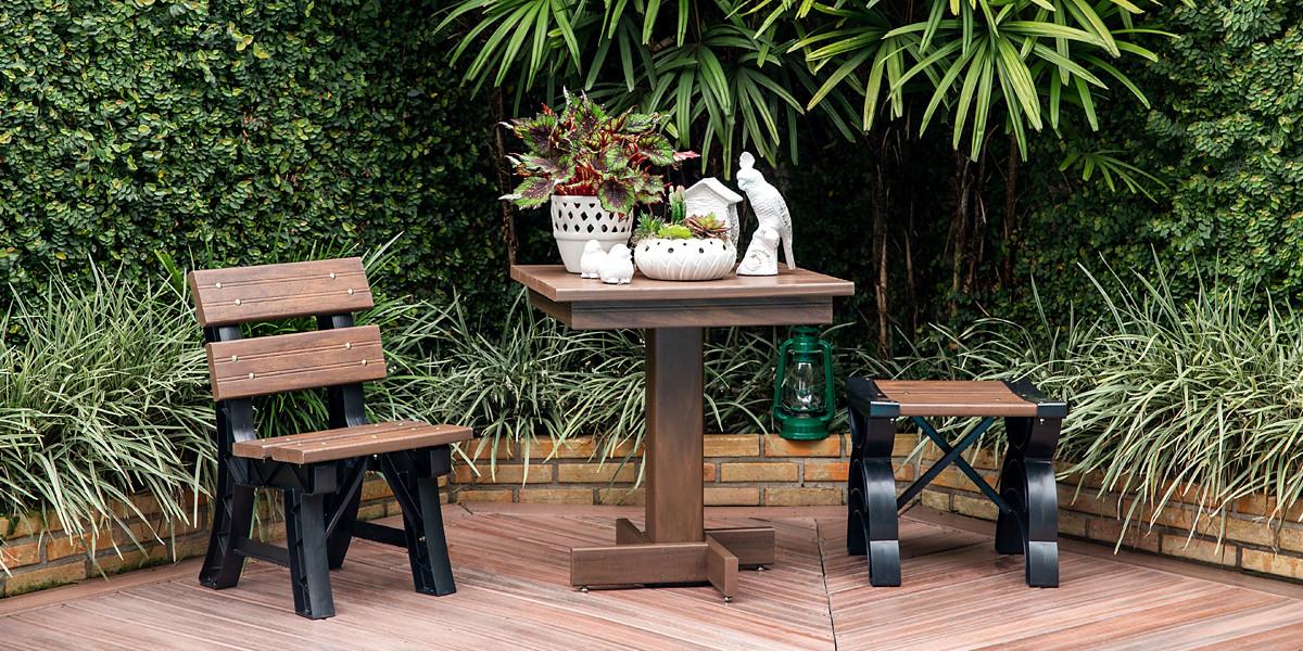 Mesa, Cadeira e Banqueta em Madeira Plástica