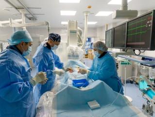 Гибридная операция при остром расслоении аорты выполнена совместно кардиохирургами и рентгенхирургам